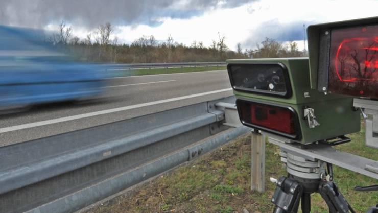 Vier Fahrzeuglenker mit massiver Geschwindigkeitsüberschreitung im Aargau angehalten. (Symbolbild)