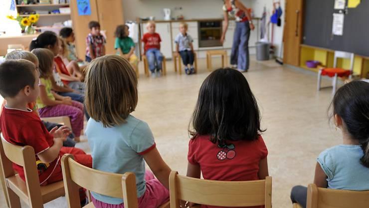 Die Kindergärtnerinnen im Kanton Schaffhausen kämpfen seit bald sieben Jahren für mehr Lohn. (Archiv)