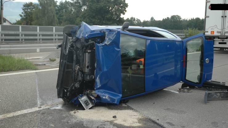 Auto überschlägt sich bei Selbstunfall auf der A5 auf Gemeindegebiet von Luterbach