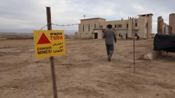 """Die Minenräumung nahe der mutmasslichen Taufstätte von Jesus haben  """"entscheidende"""" Fortschritte gemacht. Bis alle Minen auf dem Gelände im besetzten Westjordanland geräumt sind, könnte aber noch bis zu einem Jahr vergehen."""