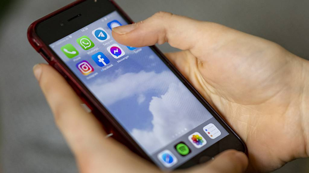 Schweizer nutzen ihre Smartphones immer länger