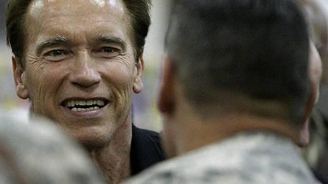 Schwarzenegger im Irak jubelnd empfangen