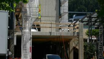 Rohbau: Die Terrasse über der Parkhauseinfahrt bietet demnächst 80 Gästen Platz. (zim)