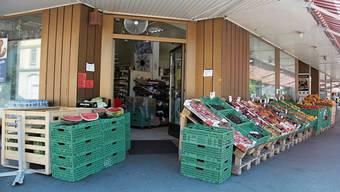 Der an Ostern 2019 geöffnete Aksu-Lebensmittelladen an der Hauptstrasse 8 in Brugg war Auslöser für eine Facebook-Debatte. Stefan Baumann (SVP) war 2018 und 2019 der höchste Brugger. Gilberto Meléndez wollte sich für die Ladenbetreiber wehren.