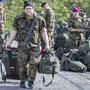 Die Soldaten des Spitalbataillons 5 treffen aus allen Teilen der Schweiz in der Kaserne Oberdorf (NW) bei Stans ein.