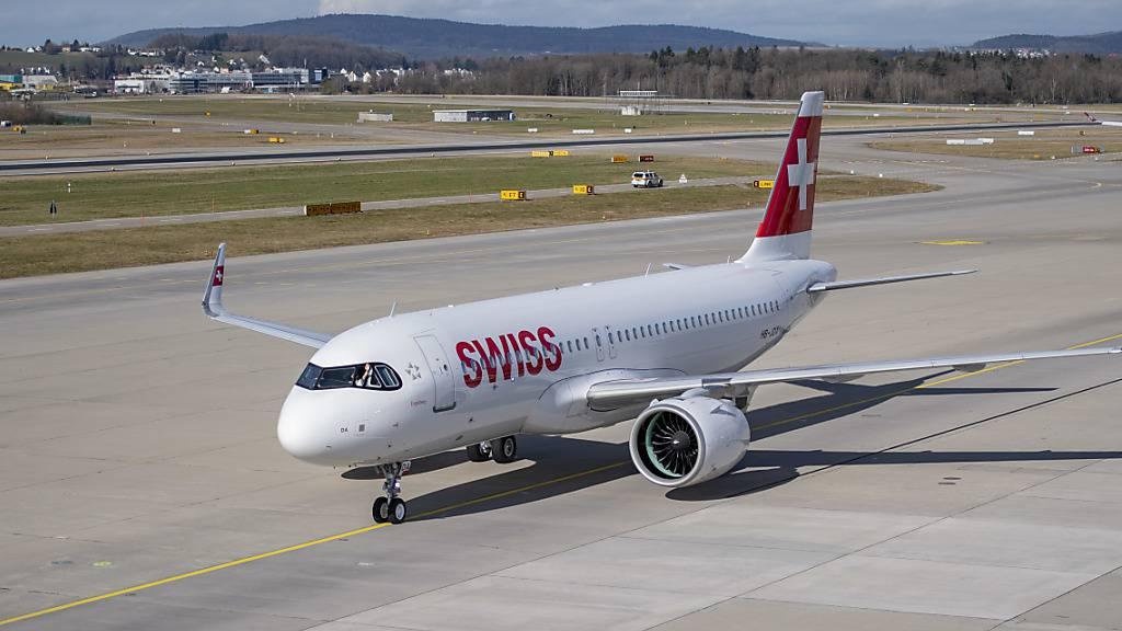 Ein neuer Rollweg auf dem Flughafen Zürich soll gefährliche Kreuzungen einer Start- und Landepiste vermeiden helfen. (Archivbild)