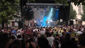 Der Klosterhof bietet den Rahmen, der Filmklub die Organisation: «muri nights» lockte in den letzten neun Jahren viel Publikum an.zvg