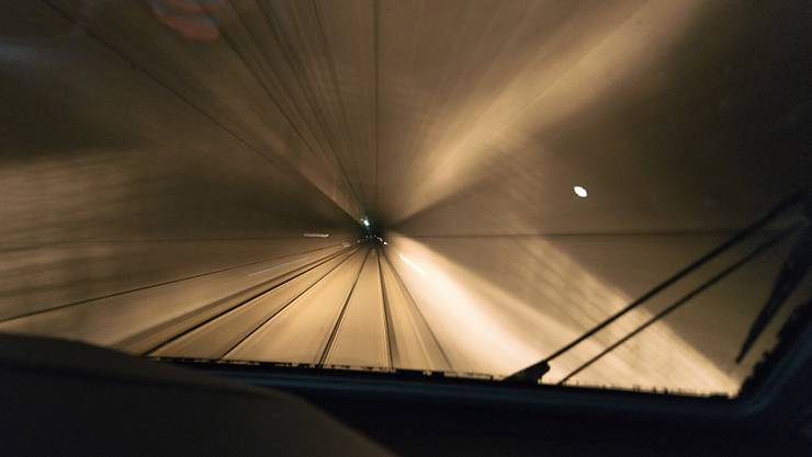 Der Lötschberg-Basistunnel soll durchgehend auf zwei Geleisen befahrbar sein: Das wünschen Organisationen und Parteien in einer Vernehmlassung und unterstützen damit eine Forderung der BLS. (Themenbild)