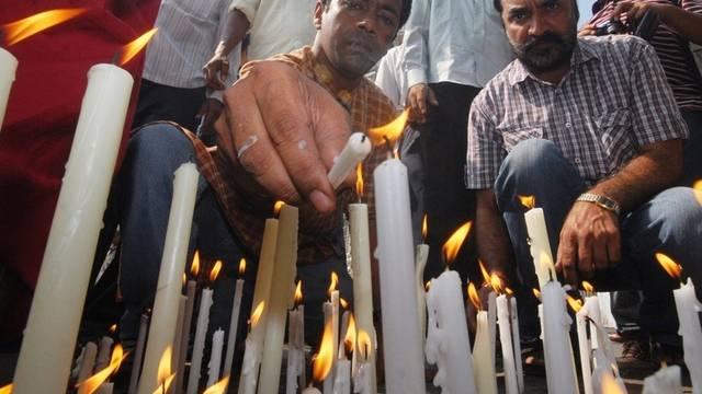 In Mumbai brennen Kerzen für die Terror-Opfer
