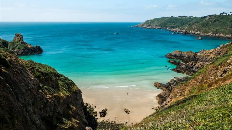 Über den Klippen Guernseys. Irgendwo im Niemandsland – oder Niemandsmeer.Fotos: getty Images, Shutterstock