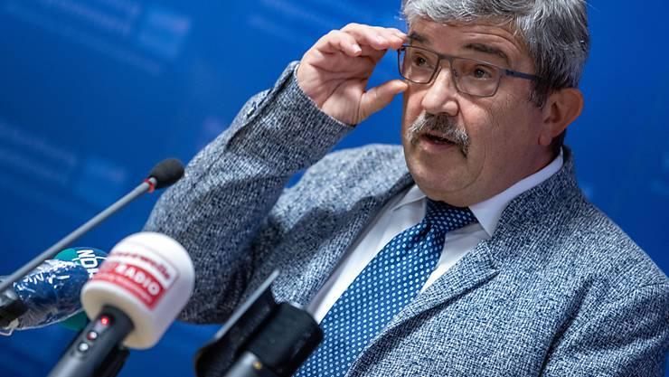 ARCHIV - Lorenz Caffier, Innenminister von Mecklenburg-Vorpommern, ist wegen eines Waffenkaufs bei einem mutmaßlichen Rechtsextremisten zurückgetreten. Foto: Jens Büttner/dpa-Zentralbild/dpa