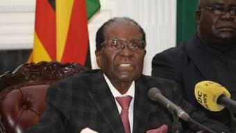 Mugabe bei seiner Ansprache, bei der er wider Erwarten nicht seinen Rücktritt verkündete.