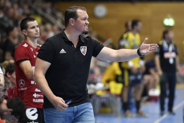 Testspiel hin oder her: HSC-Trainer Misha Kaufmann an der Seitenlinie gewohnt engagiert.