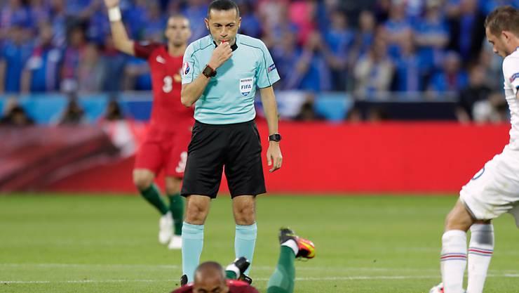 Cüneyt Cakir steht im zweiten Halbfinal im Einsatz