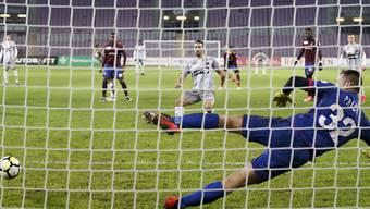 Raphaël Nuzzolo erzielt per Penalty seinen 15. Saisontreffer für Xamax
