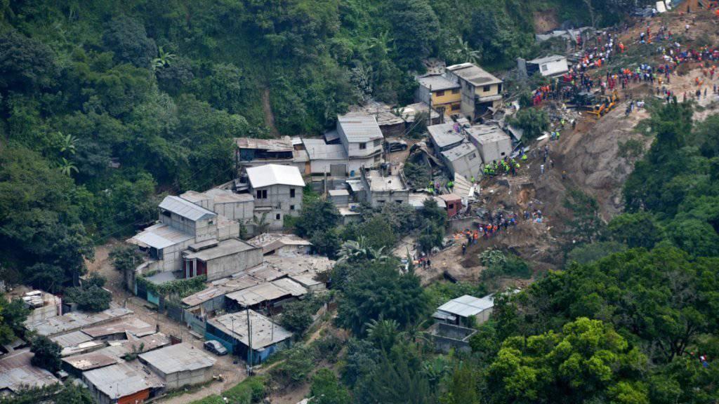 Mehrere Häuser wurden bei dem Erdrutsch in Guatemala verschüttet.