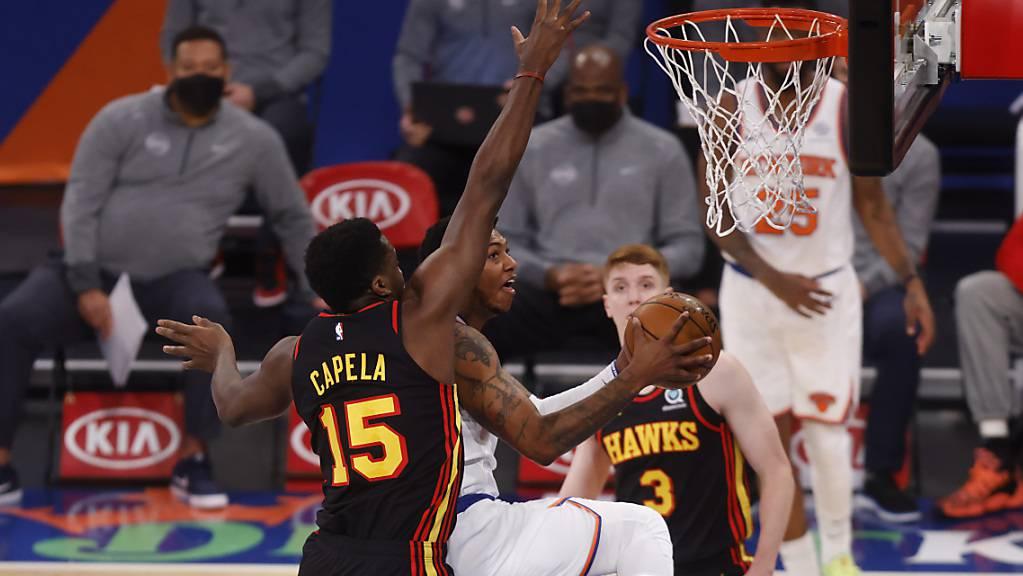Die Punkte und Rebounds von Clint Capela (15) reichten den Hawks in Boston nicht zum Sieg