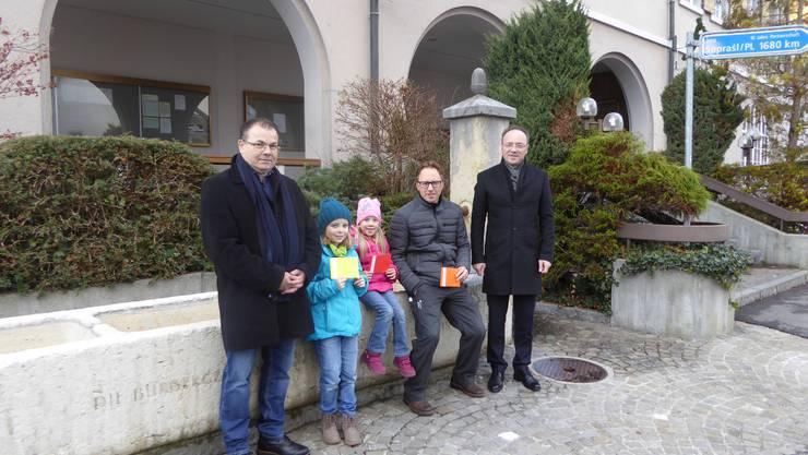 Die Gewinner Mia Ruf, Luana Borer und Daniel Born, umrahmt von Daniel Christ (l.) und Pierino Menna.                            ZVG