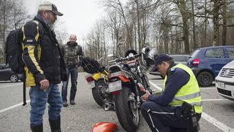 Lärm im Aargau - Polizeikontrolle auf dem Benkerjoch