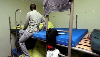 Ein Asylsuchender in einer Militäranlage auf dem Lukmanierpass.