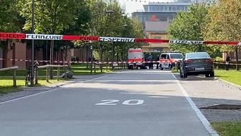 Am Donnerstagvormittag ging bei der Polizei eine anonyme Drohung in Affoltern ein. Die Stadtpolizei Zürich hat sofort reagiert und im betroffenen Bereich ein Sicherheitsdispositiv aufgezogen.
