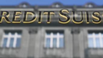 Die Grossbank Credit Suisse hat aufgrund der US-Steuerreform eine Abschreibung bei den immateriellen Vermögensgegenständen von 2,3 Milliarden Franken vorgenommen. (Archivbild)