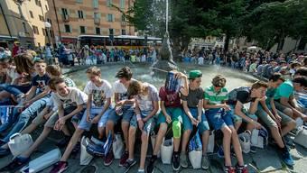 Über 2000 Klassen gehen morgen Donnerstag auf die Schulreise - im Bild Schüler in Bellinzona (Archiv)
