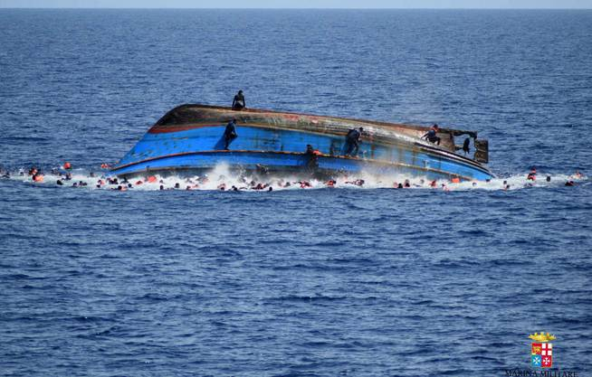 Die italienische Marine barg nach eigenen Angaben vom Freitagabend 45 Tote.