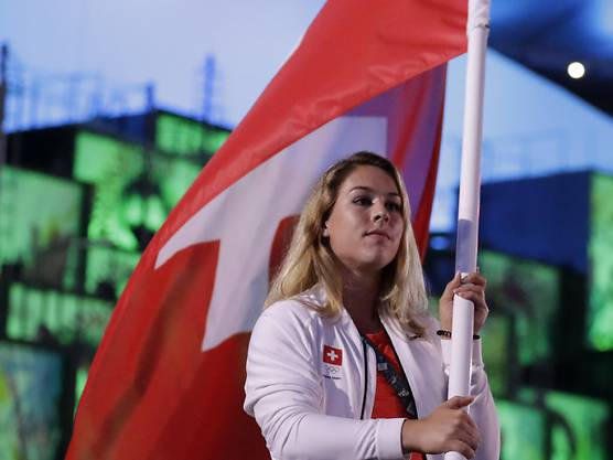 Seit Vreni Schneider an den Winterspielen 1992 ist Steingruber die erste Frau, der diese Ehre zukam.