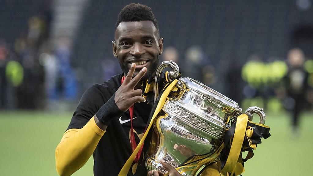 Er zeigt es an: Jean-Pierre Nsame ist zum zweiten Mal Spieler des Jahres in der Super League