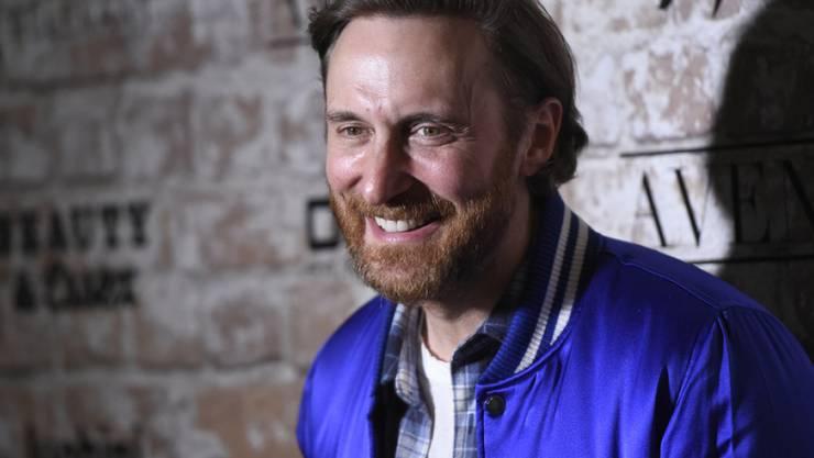 Lachen. Party machen und die Hände in die Höhe strecken ist nicht alles: Das Leben des französischen DJs David Guetta ist oft einsam - und vor allem ungesund. (Archivbild)
