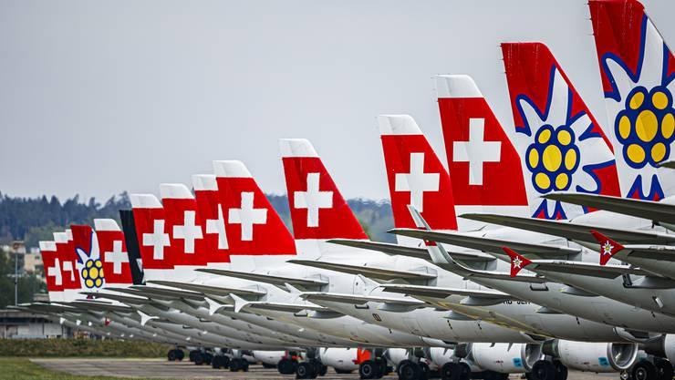 Während des Lockdowns blieben die meisten Flugzeuge auch in der Schweiz am Boden – wie hier beispielsweise geparkt am Flugplatz Dübendorf.