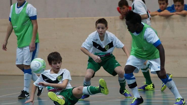 Harte Landung für die Krienser (grüne Hosen). Gegen Turniersieger FCZ setzte es eine 0:12-Niederlage ab.