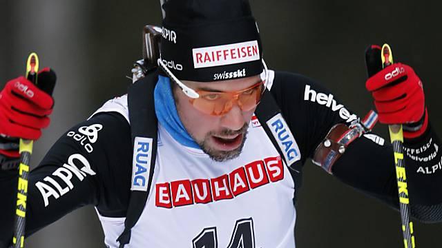 Benjamin Weger läuft in der Verfolgung in die Top Ten