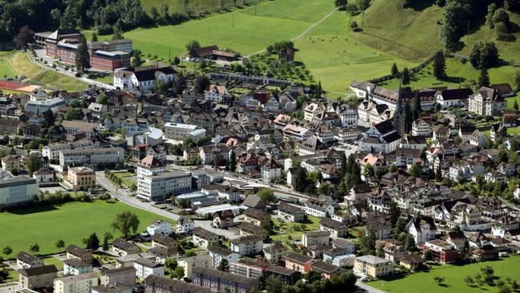Die Schweiz ist im weltweiten Steuerwettbewerb noch immer gut positioniert - allerdings stehen grosse Umbrüche bevor. Im Bild der Nidwaldner Kantonshauptort Stans. (Archiv)