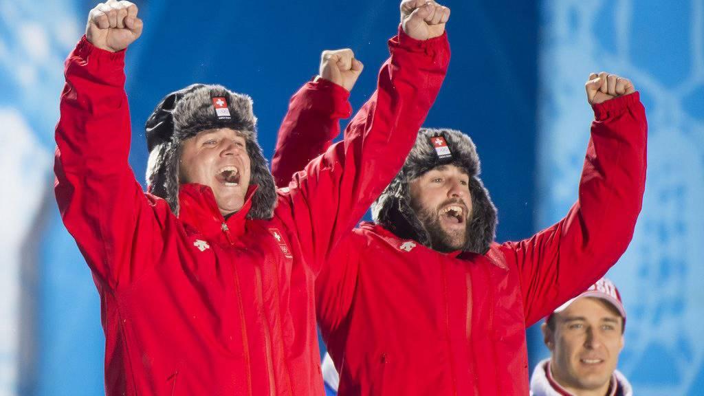 Beat Hefti und Alex Baumann freuen sich über die Silbermedaille in Sotschi. Nun gewinnen sie sogar Gold. (Archiv)