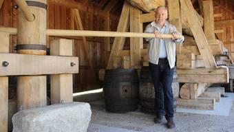 Präsident Walter Spillmann vom Verein Ortsmuseum Schürhof Windisch übt bereits für das Trottenfest.