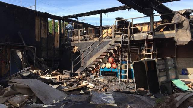 Vollständig ausgebrannt: So sieht die Brandruine des Forstwerkhofs Lenzburg am Donnerstag aus