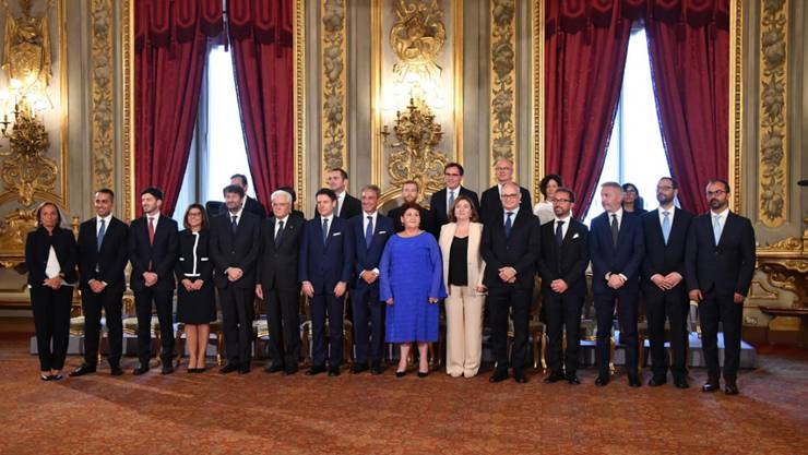 Die neue italienische Regierung aus Fünf-Sterne-Bewegung und Sozialdemokraten ist vereidigt worden.