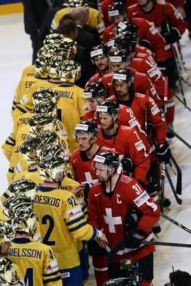 Handshake vor der Medaillenübergabe