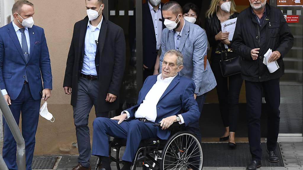 FILED - Grund für den Krankenhausaufenthalt von Milos Zeman sind den Angaben zufolge Komplikationen im Zusammenhang mit seinen chronischen Erkrankungen. Photo: Krumphanzl Michal/CTK/dpa