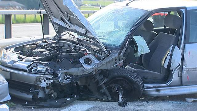 83-jährige Geisterfahrerin kollidiert mit Auto auf Überholspur
