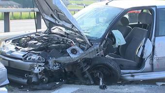 Am Samstagmorgen kurz nach 8 Uhr erhielt die  Kantonspolizei St. Gallen die Meldung von einer Geisterfahrerin auf der Autobahn A1. In der Folge kam es bei Niederwil zu einer Frontalkollision zwischen dem Auto einer 83-jährigen Geisterfahrerin und dem Auto einer korrekt entgegenkommenden 27-jährigen Frau. Beide Frauen wurden beim Unfall verletzt und wurden ins Spital gebracht. Die Kantonspolizei St. Gallen sucht Zeugen.