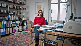 «Krimskrams ertrage ich nicht, nur Bücher, Filme und CDs dürfen sich bei mir ausbreiten», sagt Literaturvermittlerin Bettina Spoerri. annika bütschi