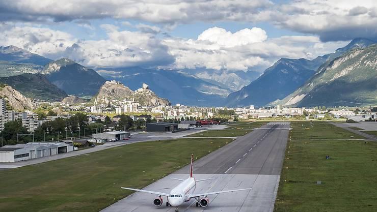 Die britische Fluggesellschaft PowdAir muss die Flüge für Wintertouristen nach Sitten annullieren, falls sie keine neuen Geldgeber findet. (Archivbild).