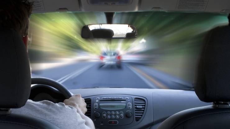 Neben einer Geldstrafe und dem Entzug des Führerausweises für mindestens zwei Jahre droht dem Lenker eine Freiheitsstrafe von mindestens einem Jahr. (Symbolbild)