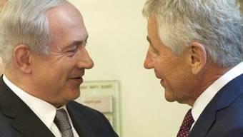 Der israelische Ministerpräsident Benjamin Netanjahu (links) begrüsst US-Verteidigungsminister Chuck Hagel in Jerusalem