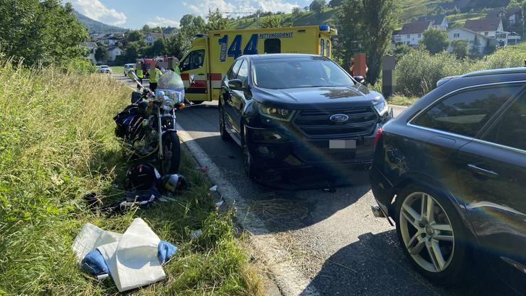 Eine 33-Jährige Fahrzeuglenkerin übersah den stillstehenden Verkehr und fuhr zwei Motorrädern auf.