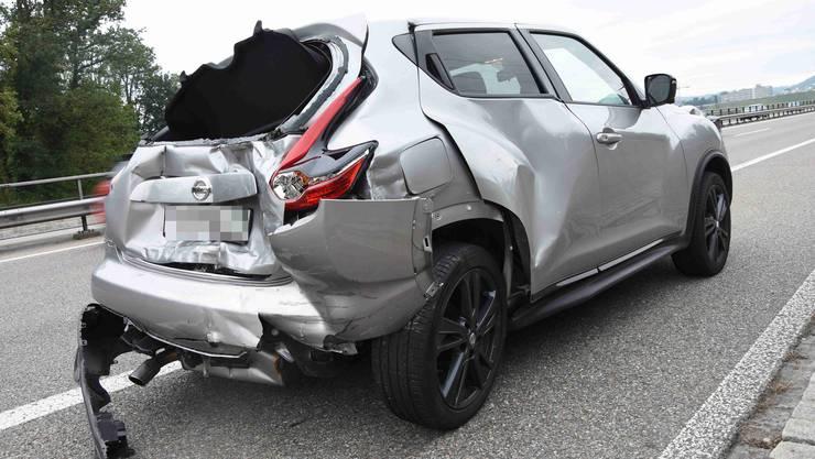 Ein 61-jähriger Autolenker zog sich unbestimmte Verletzungen zu und musste ins Spital gebracht werden.