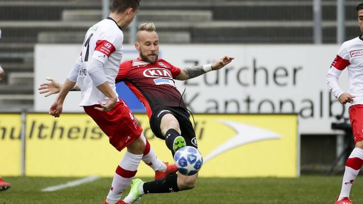 Da ist Aaraus Markus Neumayr (r.) etwas schneller am Ball als der Winterthurer Remo Arnold (l.).